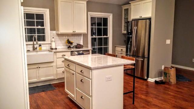 Attirant Diamond Prelude: Karwin Maple Square Transitional Kitchen