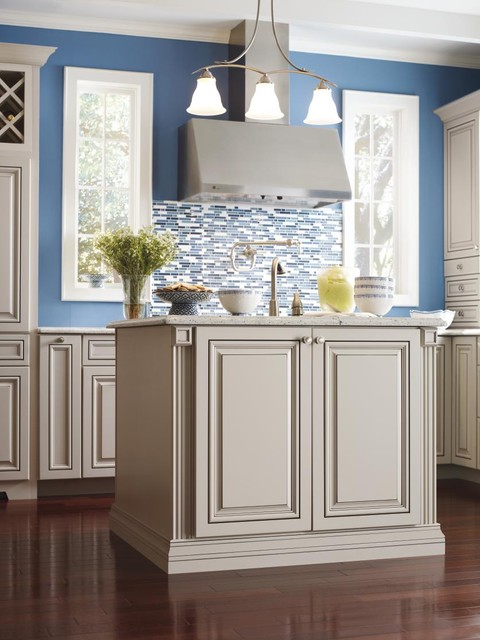 Superbe Diamond Vibe Cabinetry: Valero Maple Limestone With Brown Sugar Glaze  Traditional Kitchen