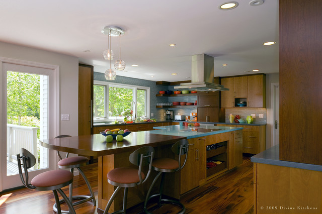 Divine Kitchens LLC contemporary-kitchen