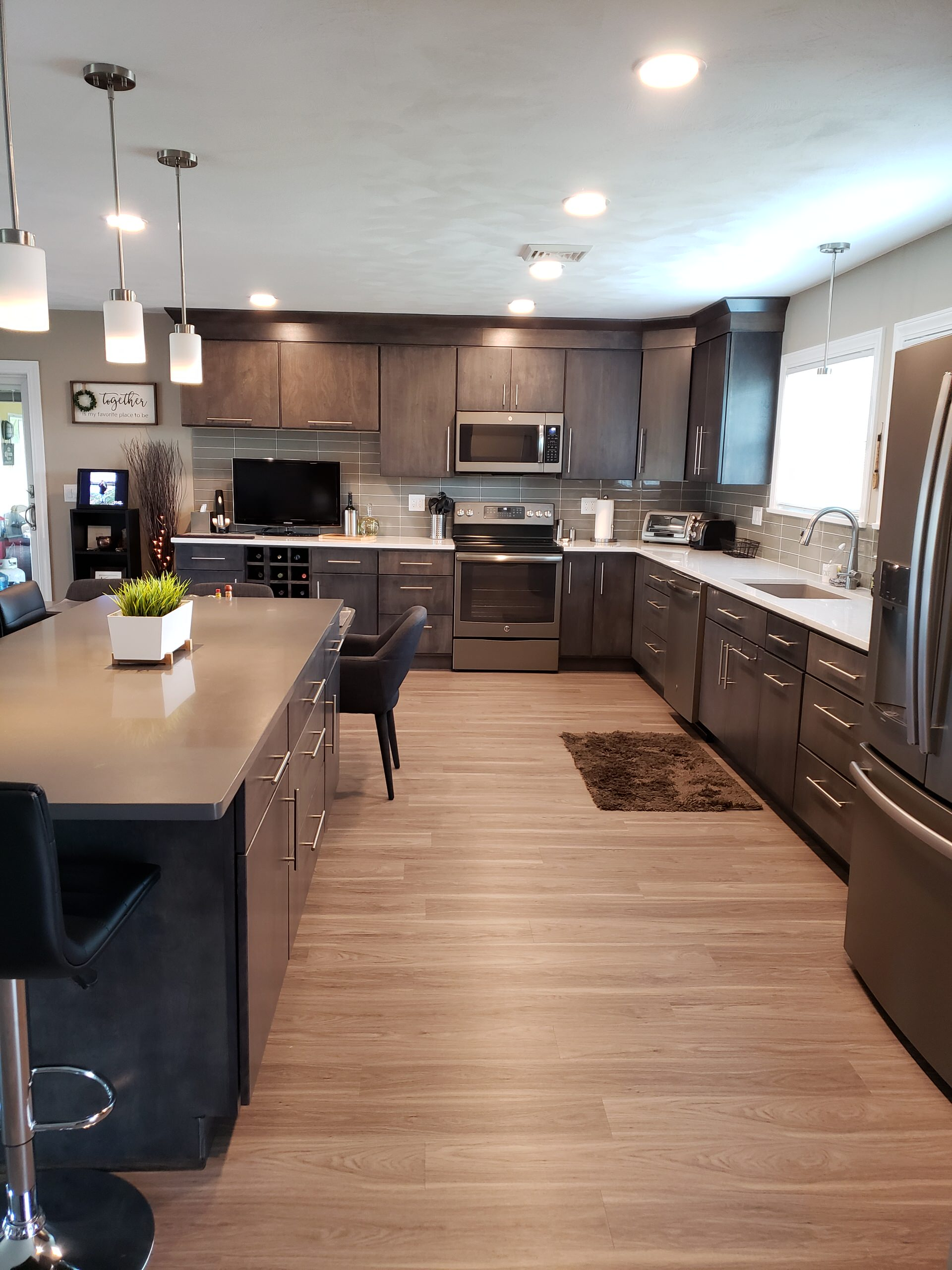 75 Beautiful Vinyl Floor Kitchen With Gray Cabinets Pictures Ideas February 2021 Houzz