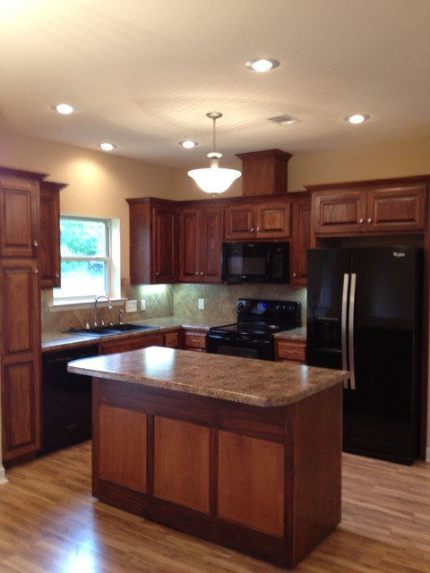 Dodge traditional kitchen little rock by for Little rock custom home builders