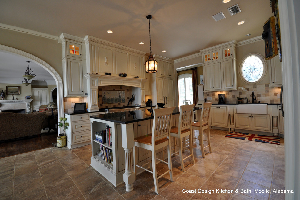 Inspiration for a timeless kitchen remodel in Miami
