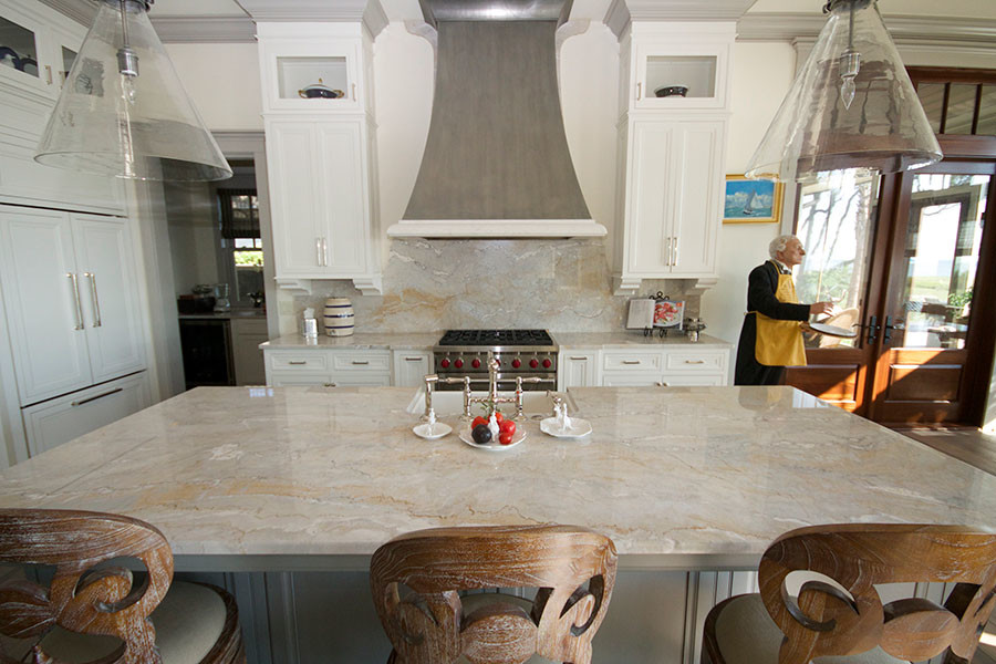 Eat-in kitchen - modern eat-in kitchen idea in Other with an island