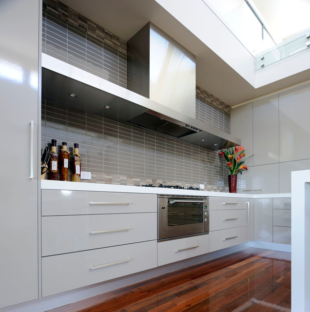 Contemporary Kitchen Design in Doncaster property Larger kitchen with