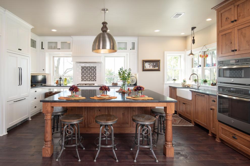 Kitchen - cottage kitchen idea in Kansas City