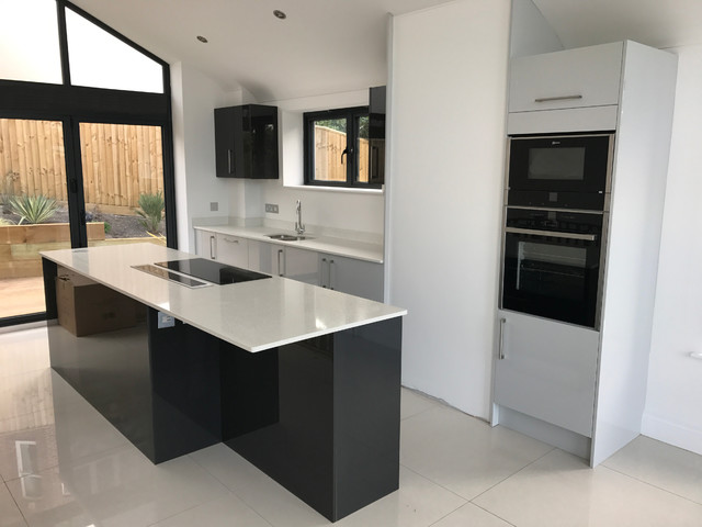 Dove Grey & Graphite Gloss slab door kitchen with Neff appliances & White Quartz - Modern ...