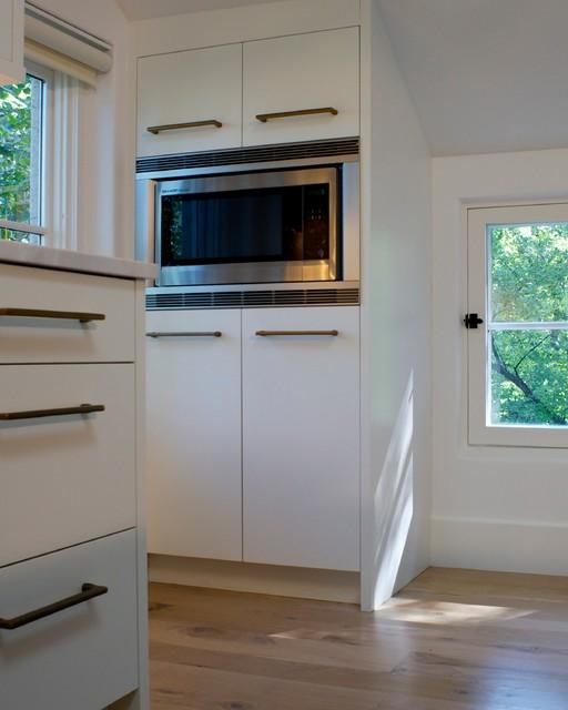 Kitchen - modern kitchen idea in Denver