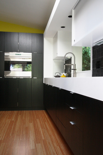 Mockett Products Featured In Use Contemporary Kitchen