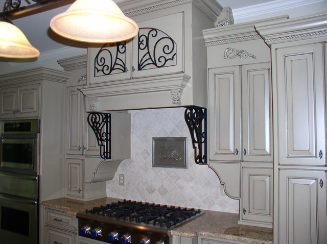DR-Lot 301 traditional-kitchen