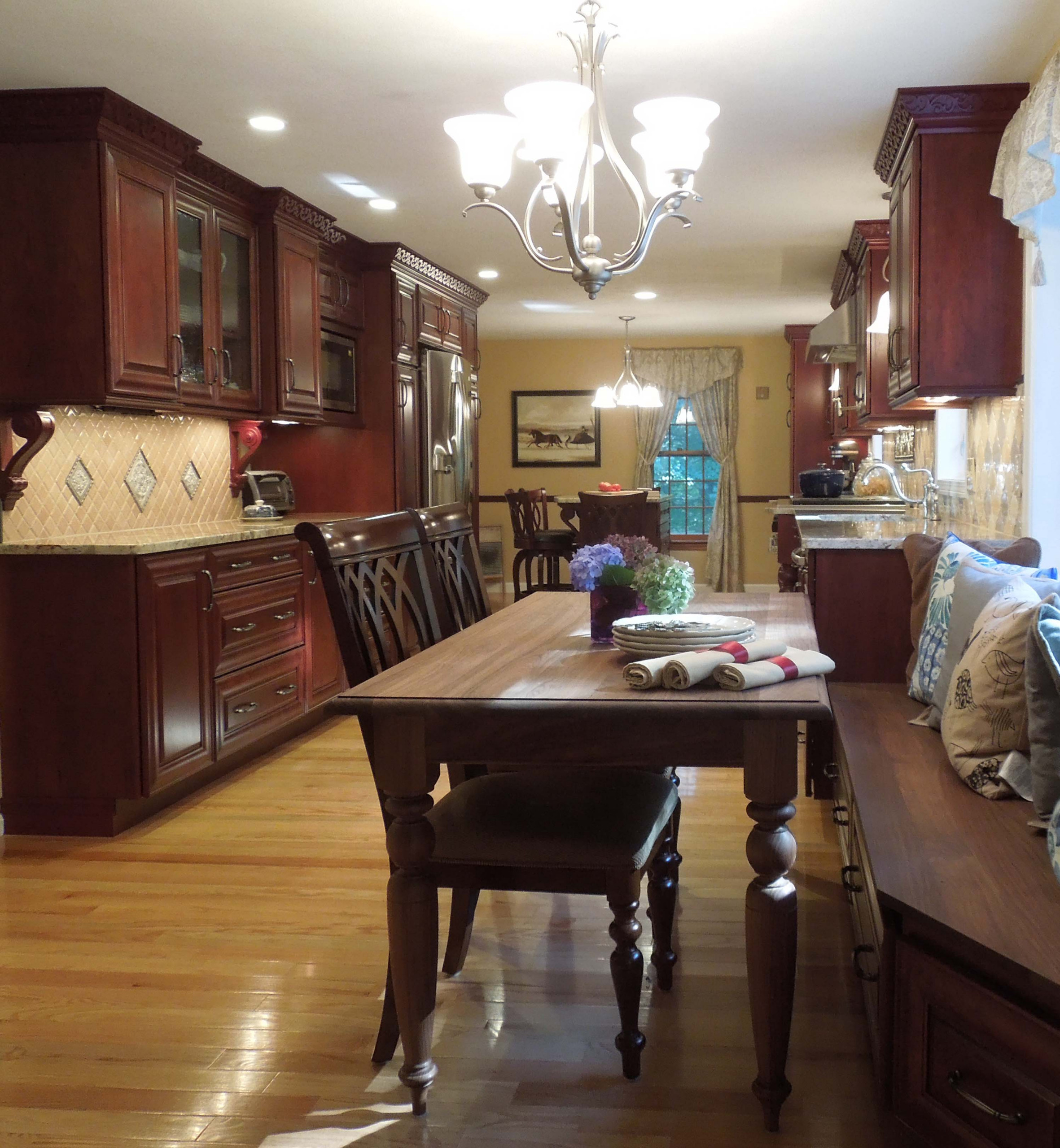 Dramatic molding and room for all