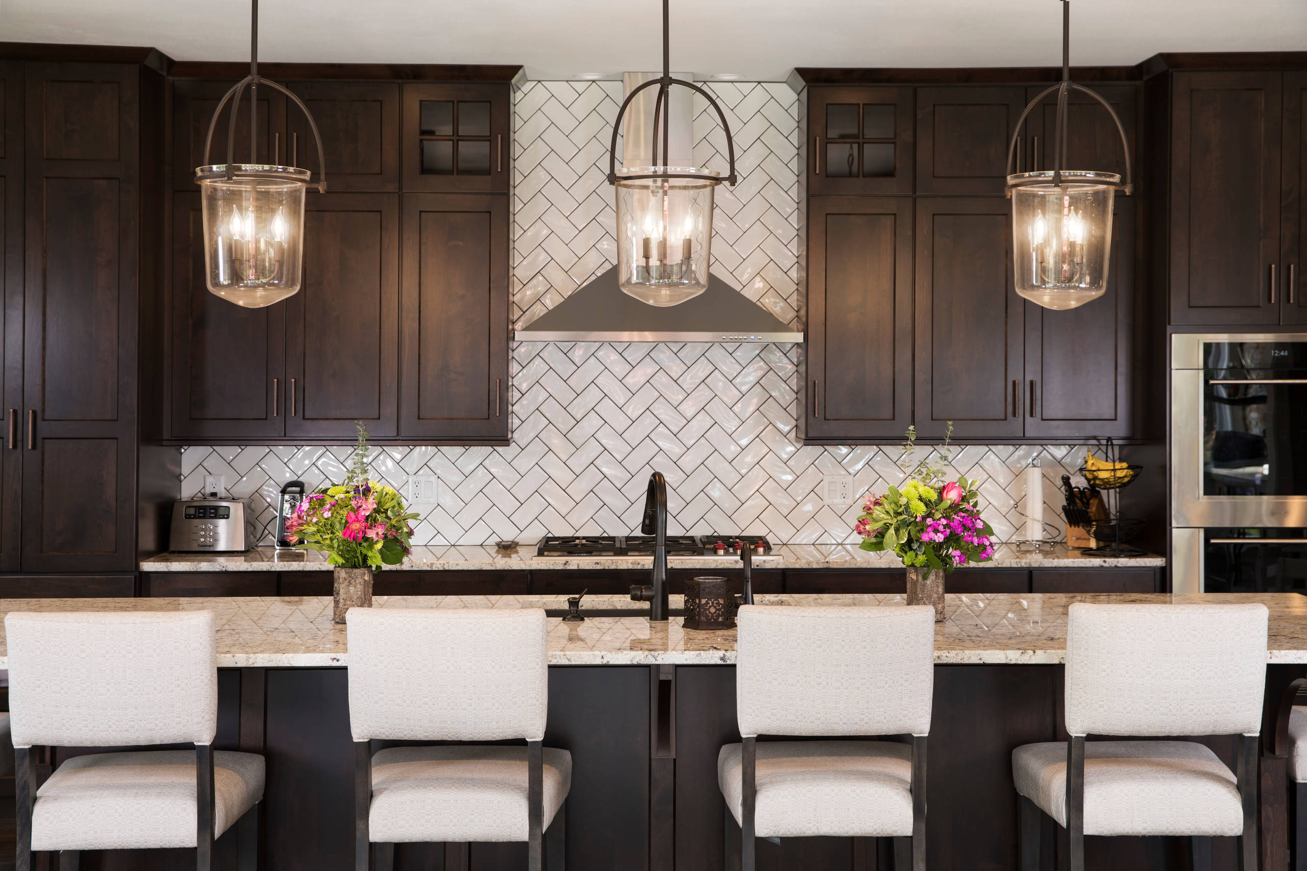 75 Beautiful Kitchen With Dark Wood Cabinets And Subway Tile Backsplash Pictures Ideas November 2020 Houzz