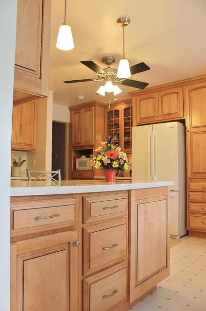 Wert - Maple Kitchen traditional-kitchen