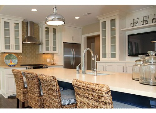 what do kitchen cabinets cost per linear foot