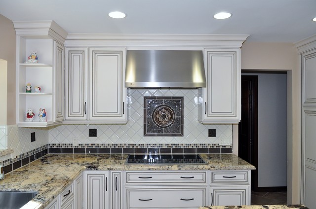 Dynasty, Brookside Raised, Cherry, Sable traditional-kitchen