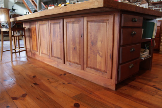 Eagle view for Traditional kitchen equipments