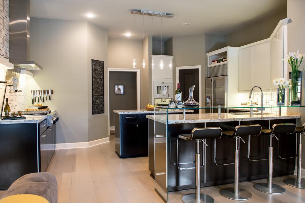 Kitchen - contemporary kitchen idea in New Orleans