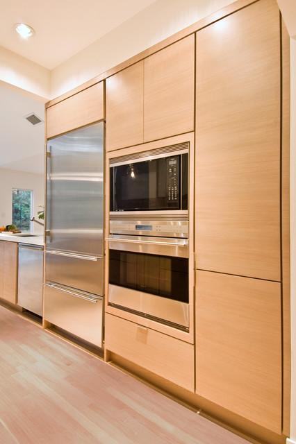 East Hampton Contemporary Kitchen contemporary-kitchen