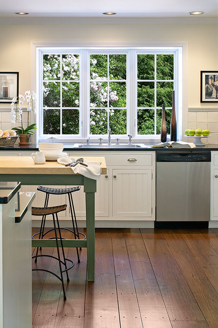 East Hampton Colonial traditional kitchen