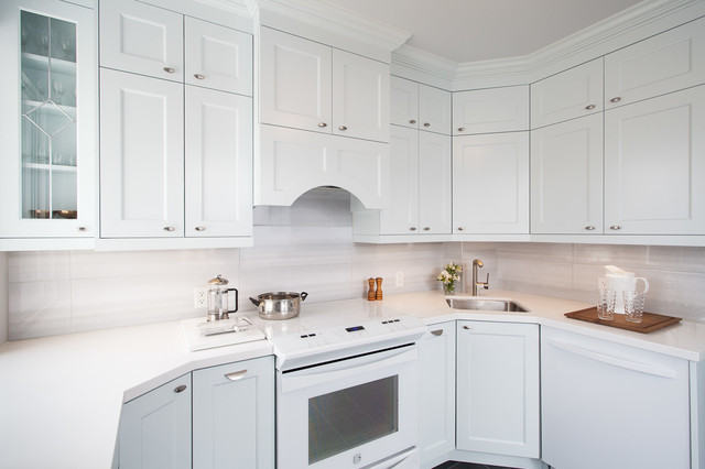 East toronto home for Classic kitchen cabinets toronto