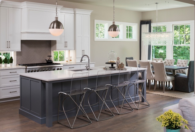 eclectic cape cod transitional style home トランジショナル