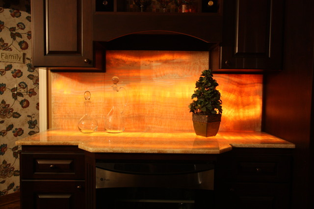 Lit Onyx Backsplash Eclectic Kitchen