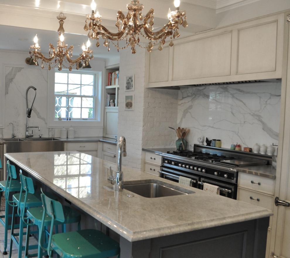 Kitchen - eclectic kitchen idea in Chicago
