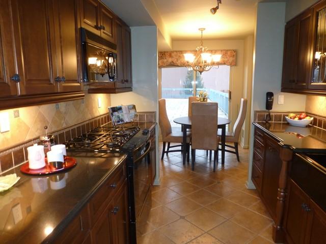 Edgewater, NJ condo traditional-kitchen