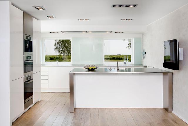 Eggersmann Kitchens | Home Living contemporary-kitchen