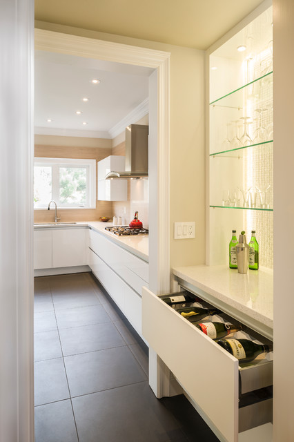 Elegant and Clean Kitchen in Richmond Hill, ON contemporary-kitchen