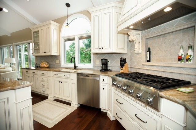 Elegant antique white kitchen traditional kitchen for Elegant traditional kitchens