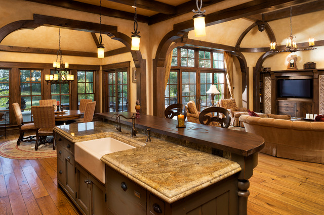 Elegant english country home traditional kitchen for Traditional english kitchen