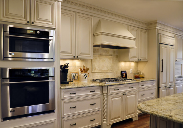 Elegant french country kitchen traditional kitchen for Classy kitchen cabinets