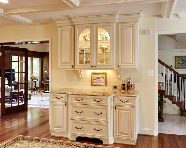 Elegant french country kitchen traditional kitchen for Elegant traditional kitchens