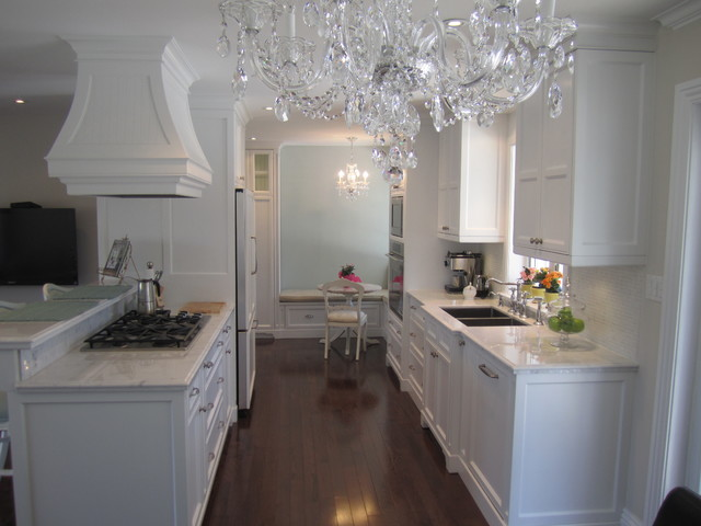 Elegant fresh white kitchens traditional kitchen for Elegant traditional kitchens