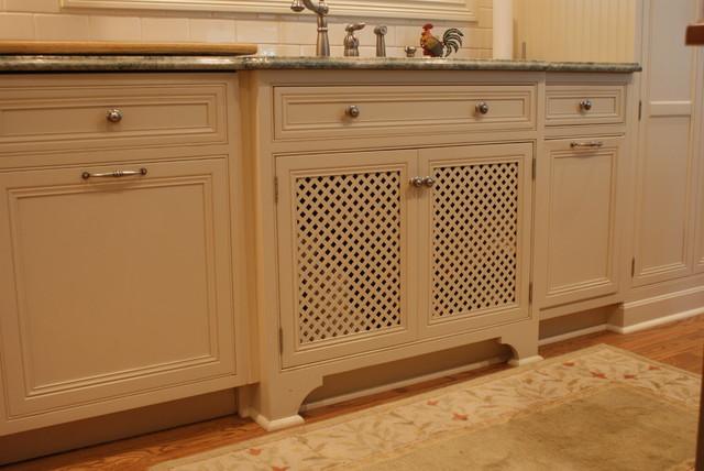 Elegant Hamptons White Kitchen traditional-kitchen
