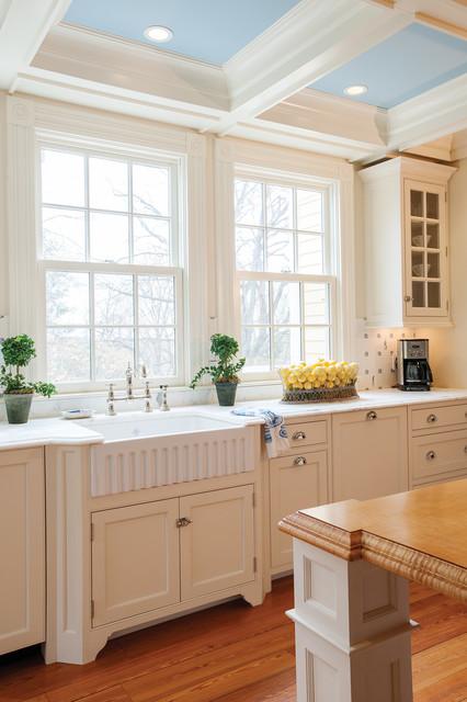 Example of a farmhouse kitchen design in Boston