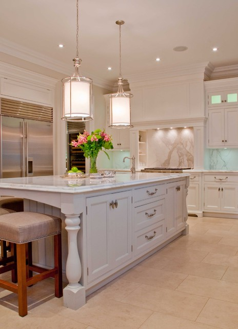Elegant toronto home traditional kitchen toronto for Elegant traditional kitchens