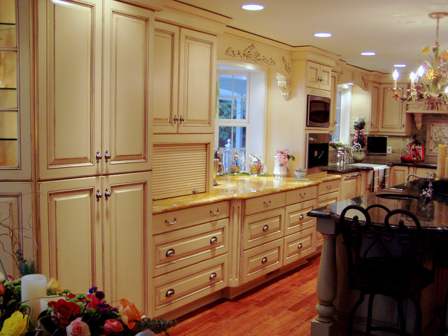 Elegant traditional northwest kitchen traditional kitchen for Elegant traditional kitchens