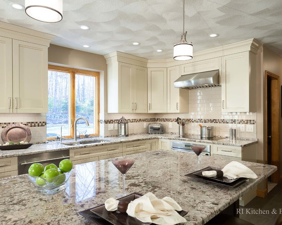 Kitchen Design Photos with Shaker Cabinets and Beige Cabinets
