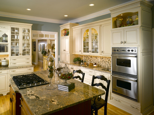 Elegant white country kitchen traditional kitchen for Elegant traditional kitchens