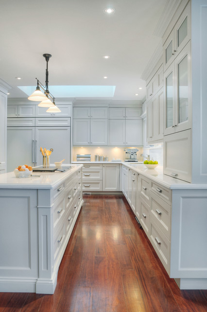 Elegant white kitchen traditional kitchen toronto for Elegant traditional kitchens