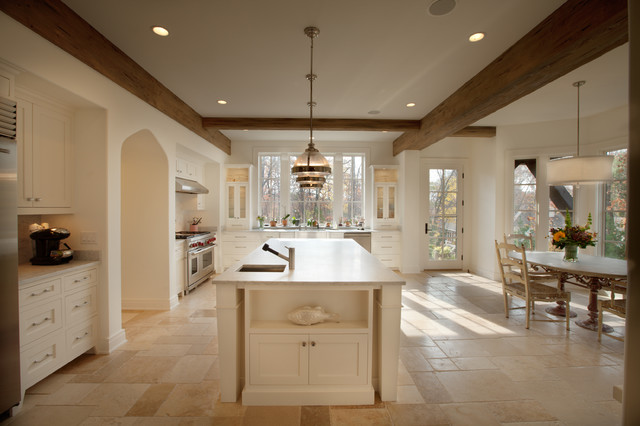 English country in northome traditional kitchen for Traditional english kitchen