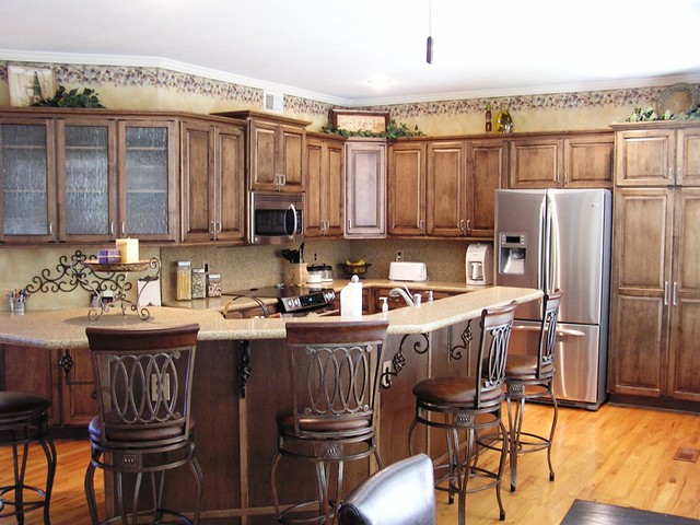 English Country - Traditional - Kitchen - kansas city - by Kitchen Solvers of Kansas City