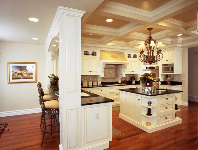 English Country Style Grand Kitchen Traditional Kitchen
