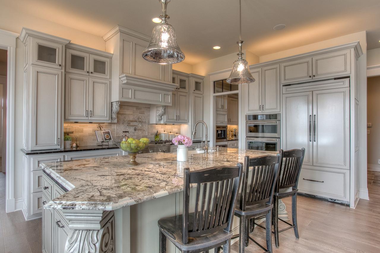 Kitchen - kitchen idea in Omaha