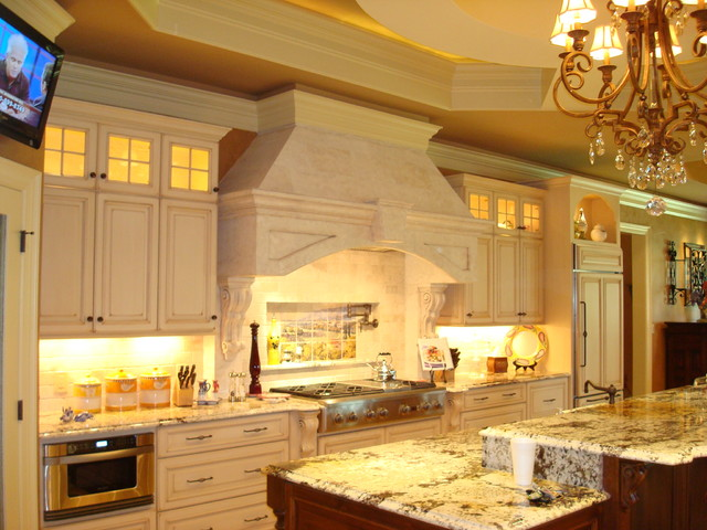 European And Tuscan Style Gourmet Kitchen Traditional Kitchen