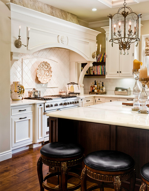 European inspired classic traditional residence for Traditional european kitchen