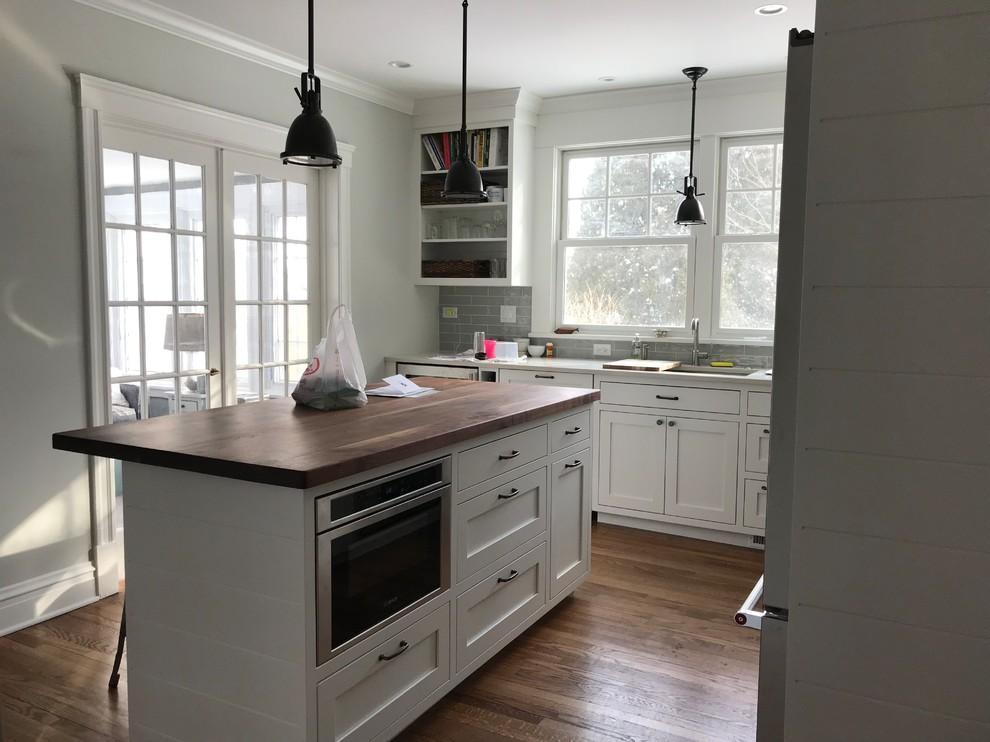 Transitional kitchen photo in Chicago