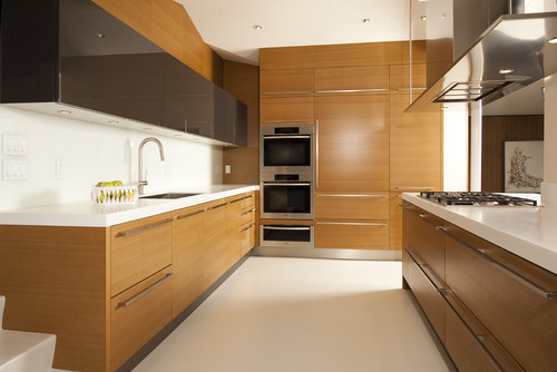 What type of stain is used on the rift cut oak cabinets?