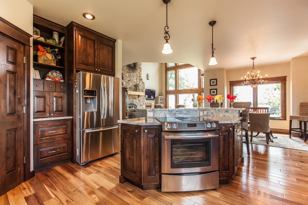 Fairfield Island With Slide In Range Traditional Kitchen Other By Jc Huffman Cabinetry Houzz